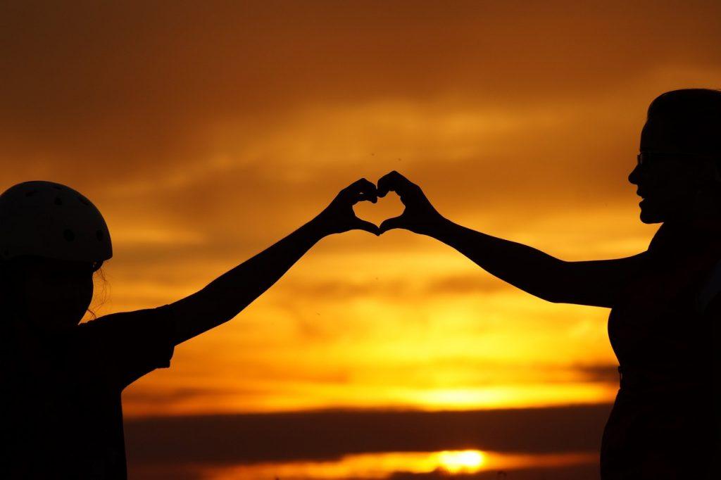 Sonnenuntergang Herz Hände